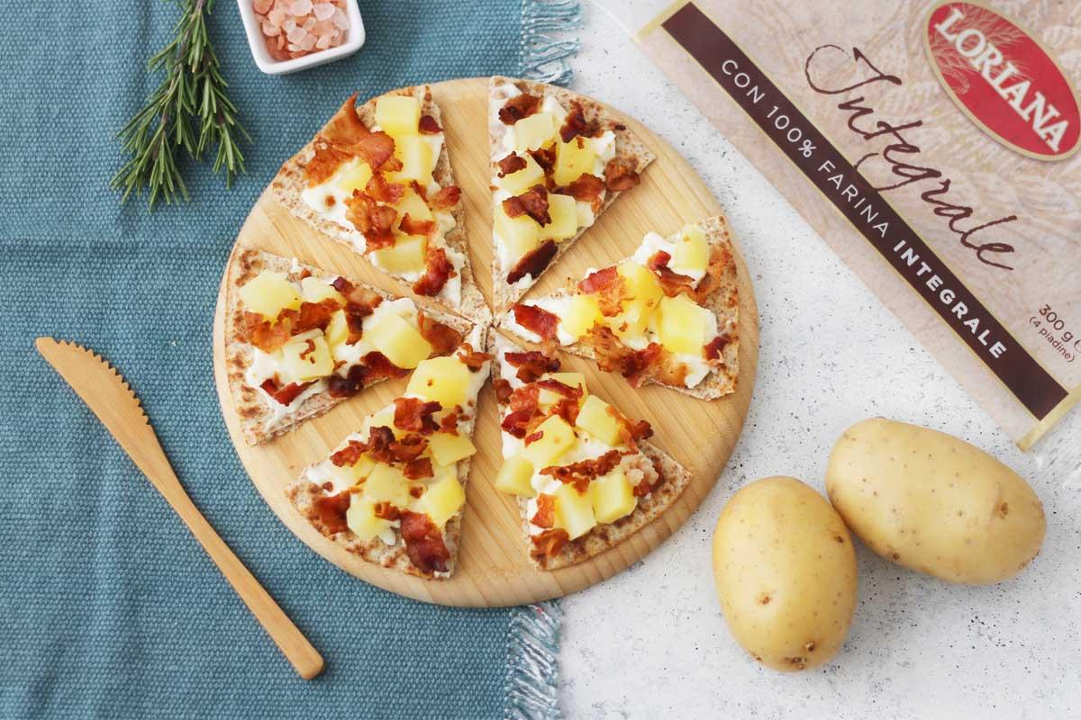 Crostini di Piadina Loriana con stracchino, patate e bacon croccante